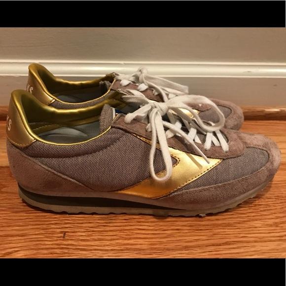 7c0d612457bdb Brooks Shoes - Brooks casual tennis shoes size 9